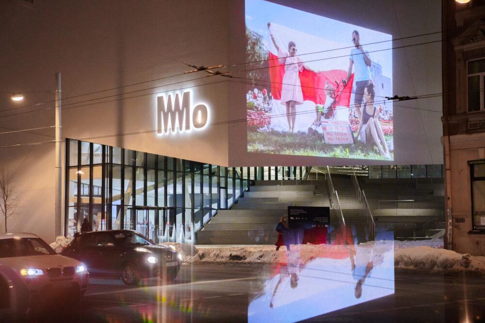 Baltarusijos ateitį kuriančios moterys | Projekcija lauke | MO muziejus